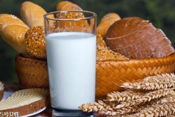 全脂牛奶和低脂牛奶的区别 低脂不等于低能量