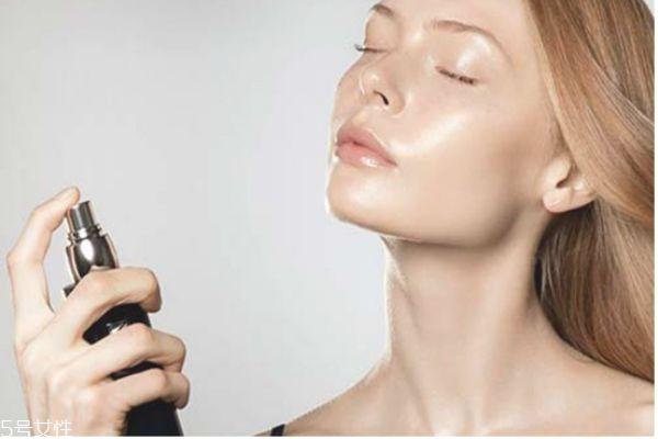 油性皮肤怎么保持清爽 清爽控油祛痘护肤品推荐
