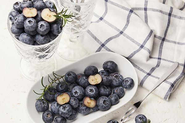 蓝莓越大越好吗 正常蓝莓5角钱硬币大小