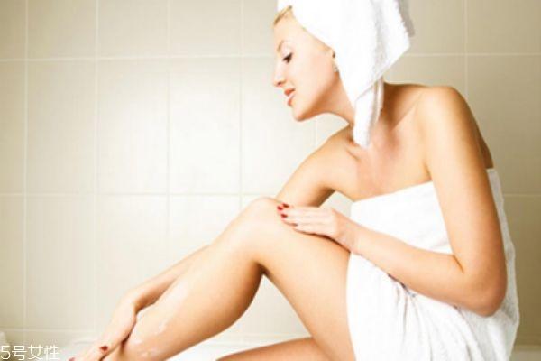 蜡纸脱毛多久可以洗澡 小心患上毛囊炎