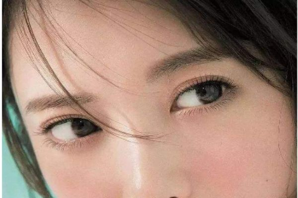 单眼皮怎么画眼影好看淡妆图片