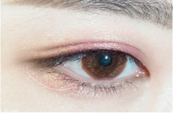 眼影笔的使用教程图片