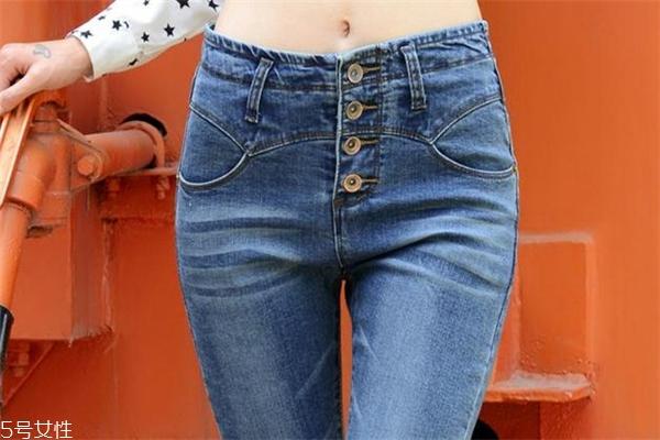 屁股大穿什么牛仔裤好 这样穿最显瘦