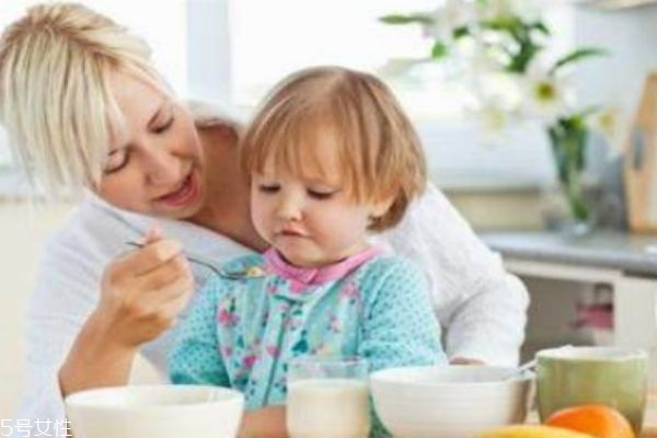 宝宝不吃饭什么原因 妈妈的状态很重要
