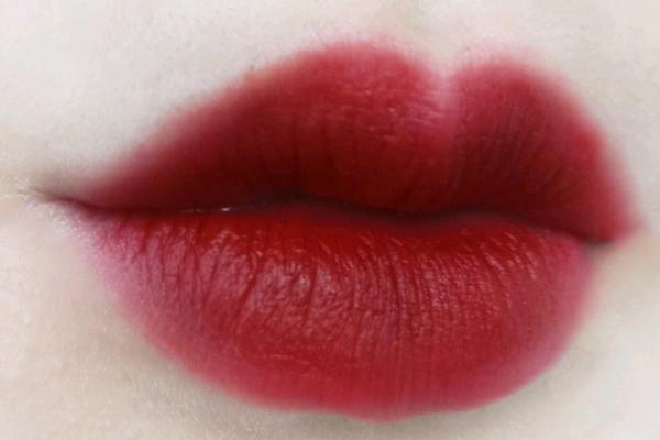 香奈儿56号是什么颜色 薄涂很嫩的水红色