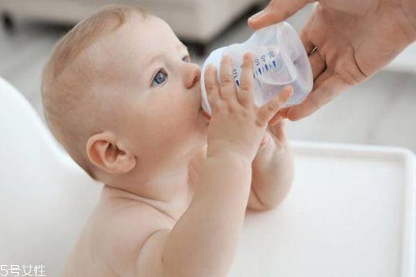 婴儿能喝鲜牛奶吗 多大能喝牛奶