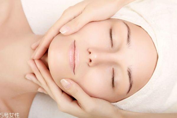 40多岁的女人怎样护肤 40岁秋冬补水护肤品哪个牌子好
