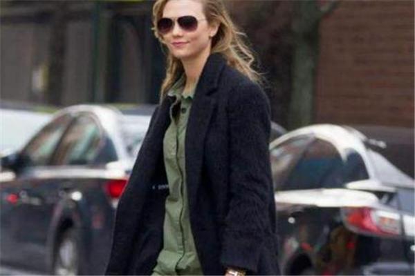今年流行什么颜色大衣 紧跟时尚的脚步