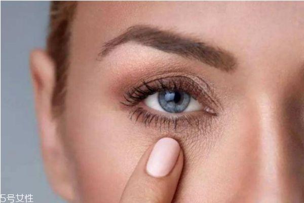 眼睛为什么会肿 眼睛肿了用热水还是冷水敷
