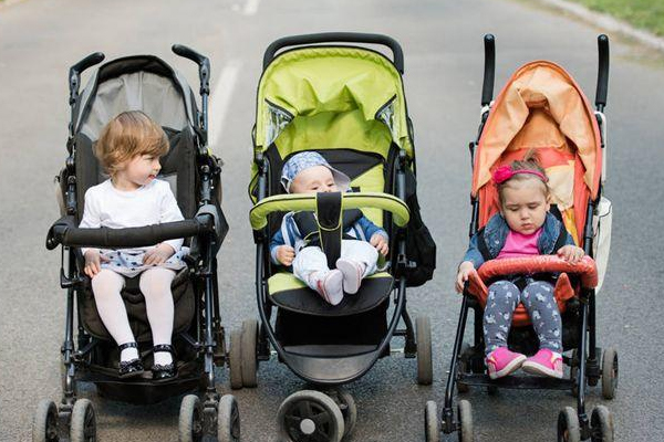 买婴儿车需要注意什么 尺寸不能太小