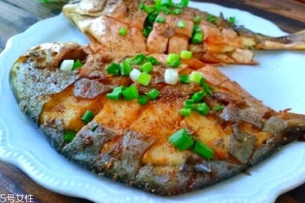烤鱼哪种鱼好吃鱼刺少 鲈鱼是最佳选择