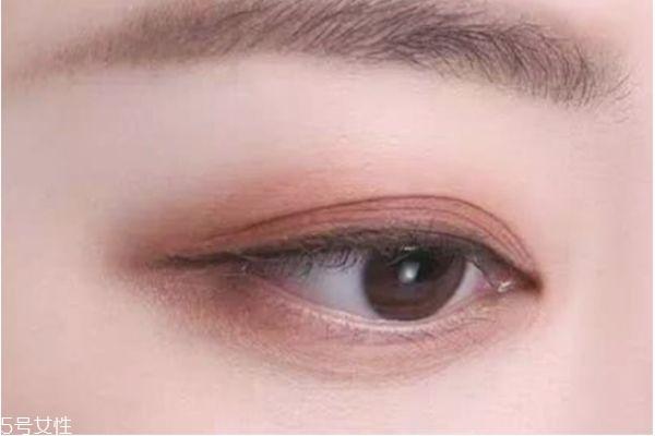 奶茶豆沙色眼影配什么口红图片