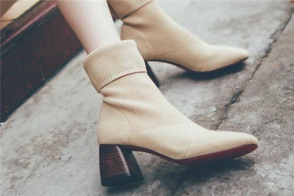 靴子可以水洗吗 不要直接用水冲
