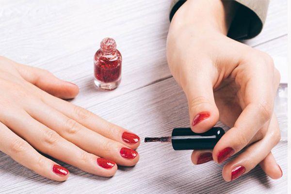 怎么让指甲油持久 3招避免指甲油掉漆