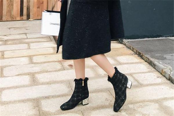靴子能用鞋油吗 根据皮质来选