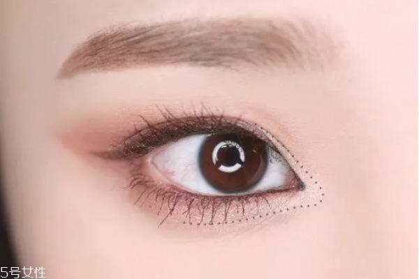 仙女妆容怎么画 粉嫩柔和眼妆教程