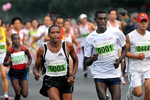 跑马拉松怎么呼吸 要注意节奏
