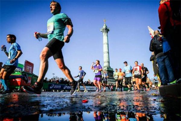 跑马拉松怎么补充能量 路边有能量站