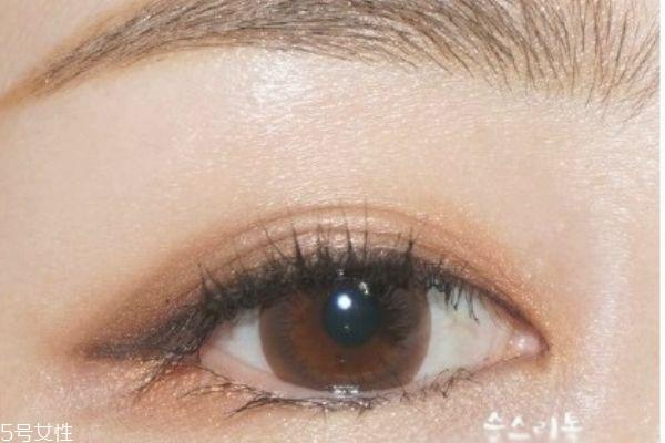 温柔大地色系眼影画法 轻松打造韩式自然眼妆