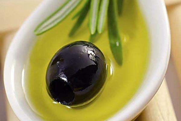 精炼橄榄油与初榨橄榄油的区别 前者品质较差