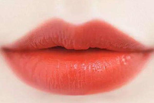 冬天适合涂什么颜色的口红 这4种了解一下