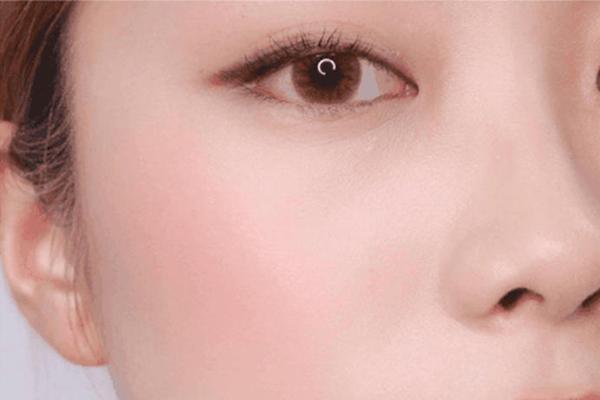 如何根据肤色选腮红 不同肤色适合的腮红颜色