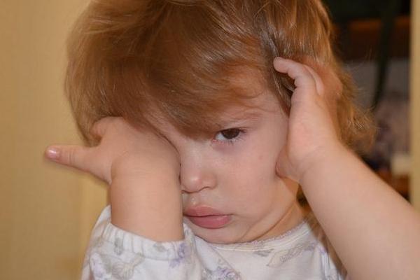 小孩爱揉眼睛怎么回事 警惕3种病