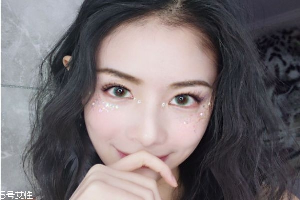 眼妆亮片贴法图片图片
