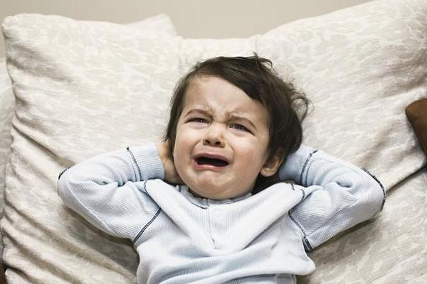 宝宝揪耳朵是怎么回事 小习惯藏着大问题