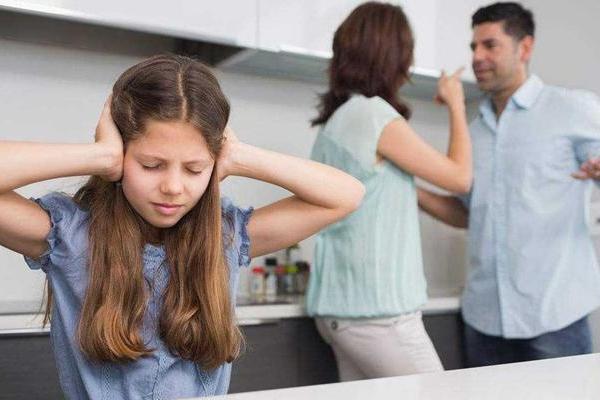 在孩子面前不要做的事 3件事一定要忍住