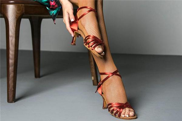 拉丁舞鞋什么牌子好 大品牌更加舒适