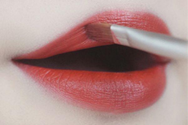 怎么用唇刷涂口红 用唇刷涂口红的正确方法