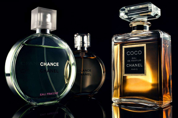 香水喷哪里香味最持久 肚脐和脚踝后