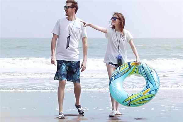 沙滩鞋怎么选 鞋底和外形都很重要