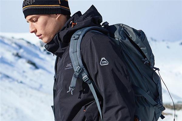 登山服和冲锋衣的区别 两者面料不同