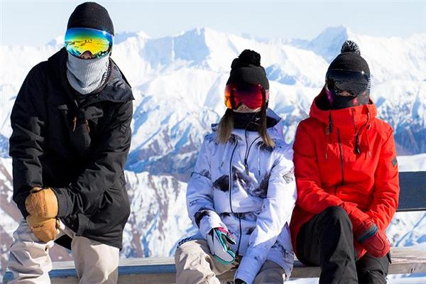 滑雪服和冲锋衣的区别 用途上面区别大
