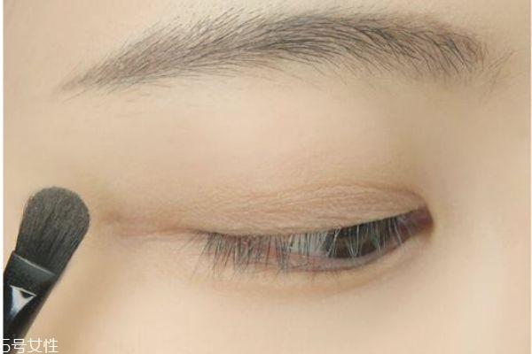 红色系眼妆怎么画显眼睛大图片