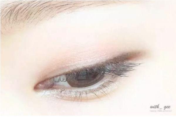 肿眼泡如何画眼妆图片图片