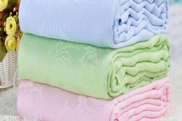 毛巾被发黄了怎么恢复 日常清洁毛巾被方法