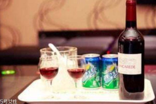 红酒兑雪碧容易醉吗 红酒为什么不能兑雪碧