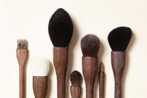 动物毛眼影刷和人造毛眼影刷有什么区别 两种毛的区别