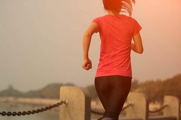 慢跑和跳绳哪个减肥效果好 推荐是跳绳