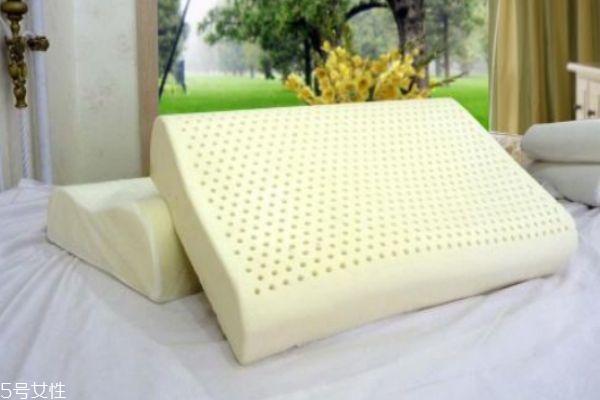 乳胶枕发黄了怎么办 发黄是正常现象