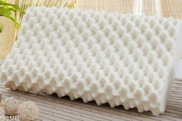 乳胶枕可以水洗吗 乳胶枕到底好在哪里