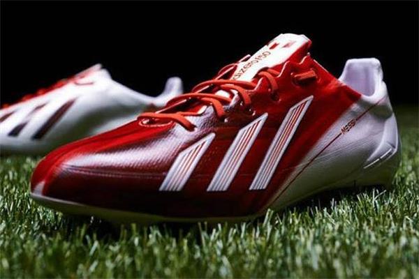 足球鞋和运动鞋的区别 差异很明显