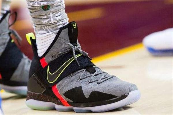 篮球鞋为什么是高帮 保护脚踝和跟腱