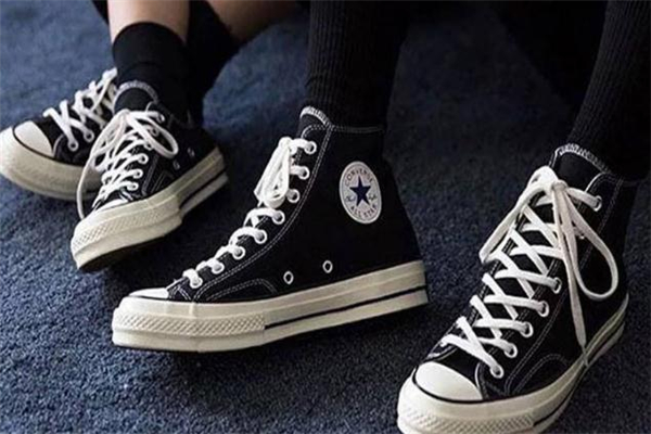 帆布鞋为什么要买匡威 每个人心中的经典