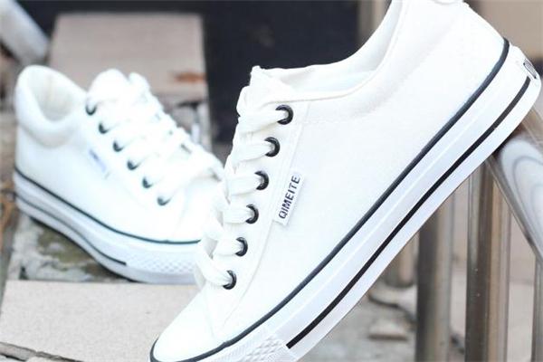 帆布鞋和运动鞋的区别 材质功能都不同