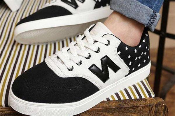 板鞋和运动鞋尺码一样吗 要看品牌和型号