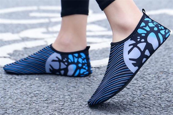赤足鞋是什么意思 像袜子一样的鞋子